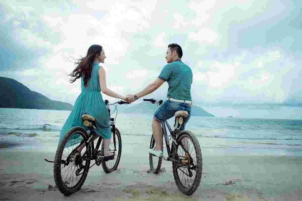 met de fiets op het strand